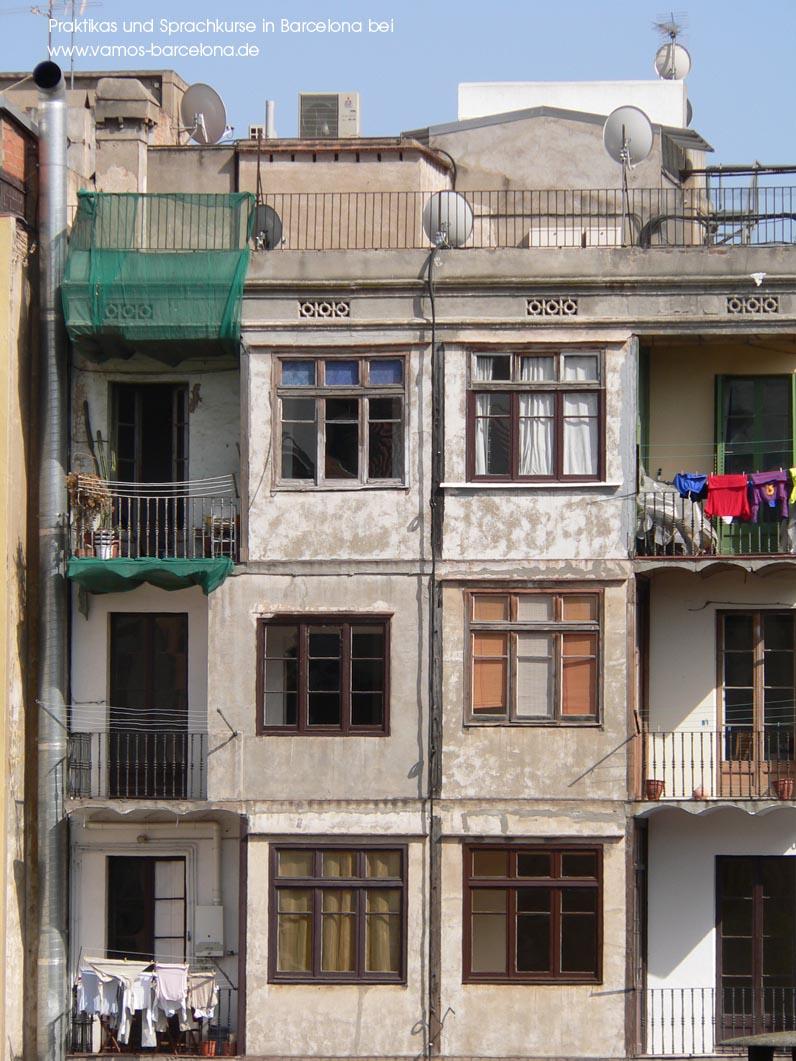 wohnen in barcelona wer nach hinten wohnt hats leise auch die r ckfassaden wie hier im. Black Bedroom Furniture Sets. Home Design Ideas