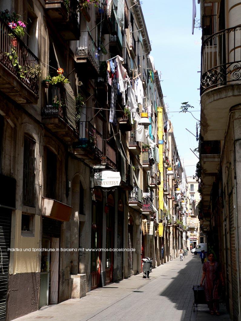 wohnen in barcelona in den gassen des raval findet sich auch heute noch viel vom. Black Bedroom Furniture Sets. Home Design Ideas